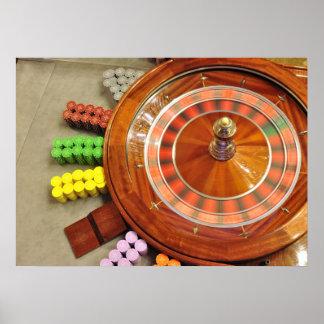el giro de la rueda de ruleta del casino gira el j póster