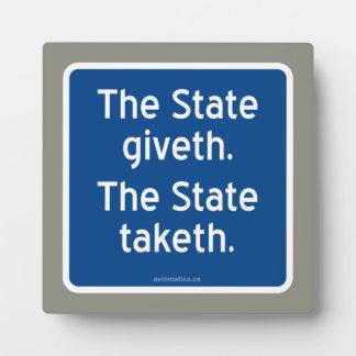 El giveth del estado. El estado taketh. Placa De Plastico