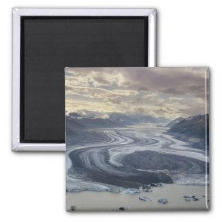 El glaciar de Lowell fluye en el río de Alsek aden Iman De Frigorífico
