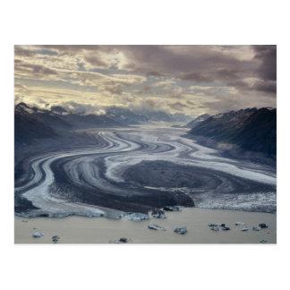 El glaciar de Lowell fluye en el río de Alsek Tarjeta Postal