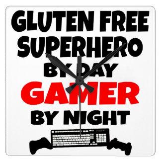 El gluten del videojugador libera al super héroe reloj cuadrado