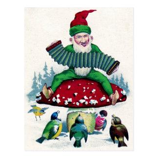 El gnomo y los pájaros cantan y celebran postales