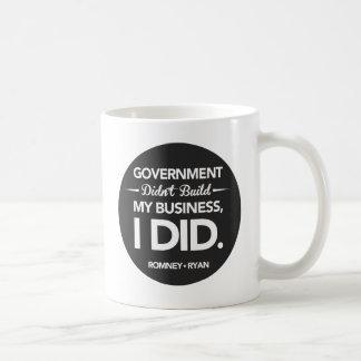 El gobierno no construyó mi botón del negro del ne taza básica blanca