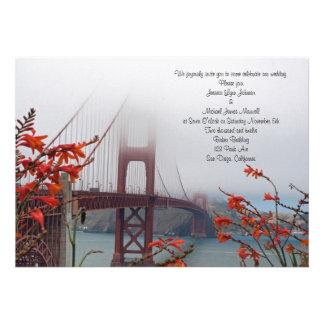 El Golden Gate con el naranja florece la invitació Invitación