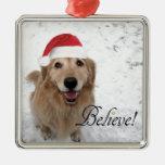 El golden retriever cree navidad adorno cuadrado plateado