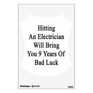 El golpe de un electricista le traerá 9 años de B Vinilo Decorativo