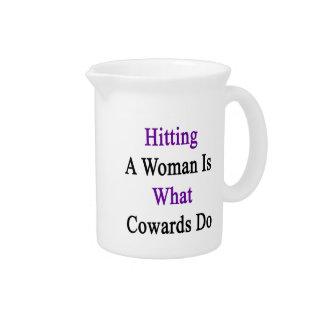 El golpe de una mujer es lo que lo hacen los jarrón
