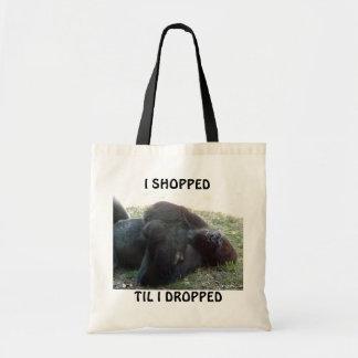 El gorila de la tierra baja el dormir hizo compras bolsas