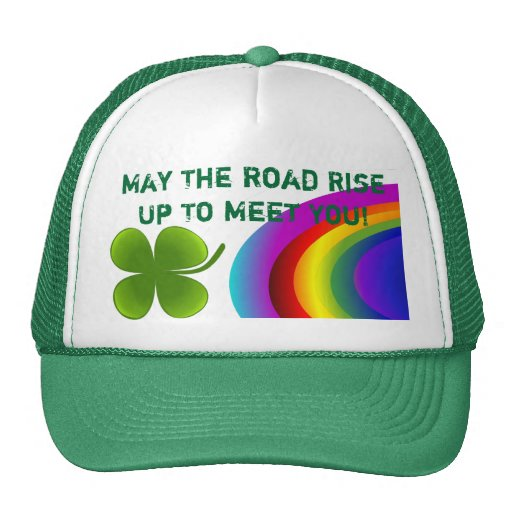 El gorra afortunado del irlandés del arco iris