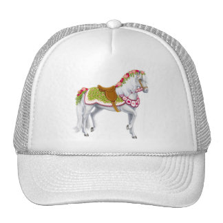 El gorra color de rosa de la malla del caballo
