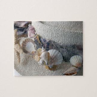 El gorra de paja con el mar descasca el puzzles