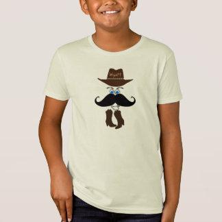 El gorra de vaquero del bigote patea el país polera
