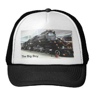 El gorra grande del muchacho