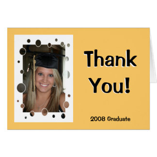 El graduado le agradece tarjeta de felicitación
