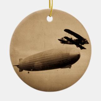 El Graf Zeppelin Approaching New York City 1928 Adorno Navideño Redondo De Cerámica