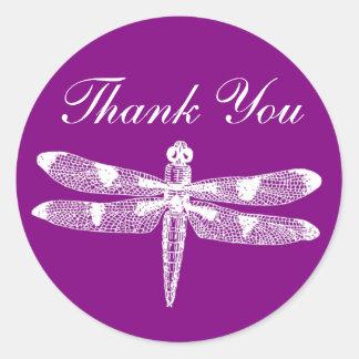 El gráfico de la libélula le agradece alrededor pegatina redonda