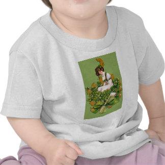 El gráfico de St Patrick irlandés de la muchacha Camisetas