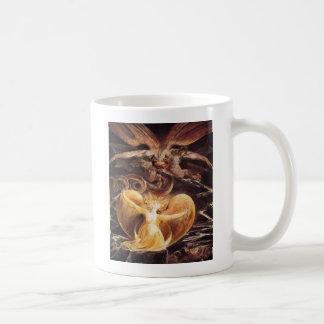 El gran dragón rojo y la mujer vestidos taza de café