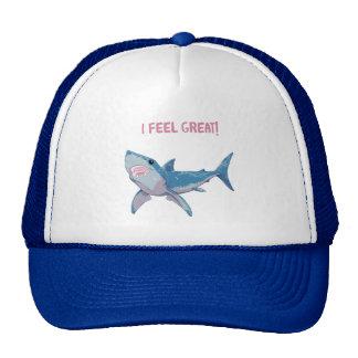 El gran tiburón blanco siente grande gorro de camionero