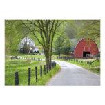 El granero y la granja rojos contienen cerca de Be Fotografía