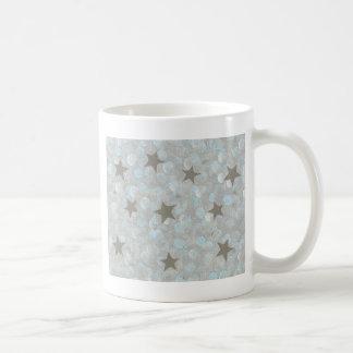 El gris azul burbujea y la plata protagoniza las t taza básica blanca
