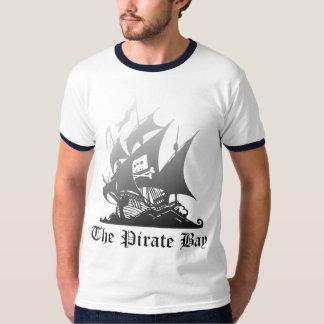 El gris de la bahía del pirata al negro playera