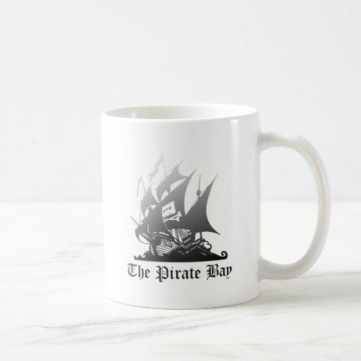El gris de la bahía del pirata al negro taza