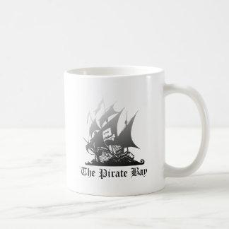 El gris de la bahía del pirata al negro taza básica blanca