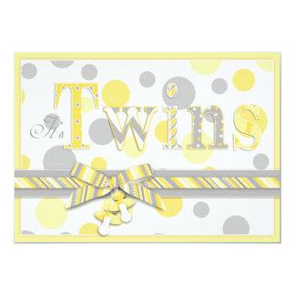 El gris gemelo del amarillo de los bebés puntea la comunicado