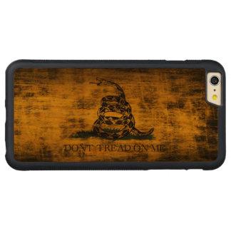 El Grunge del vintage no pisa en mí la bandera Funda De Cerezo Bumper Carved® Para iPhone 6 Plus