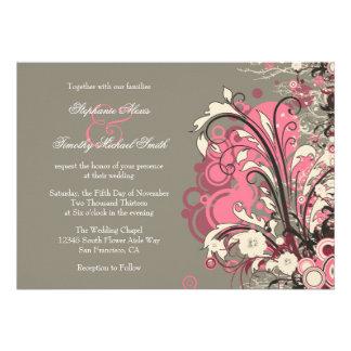 El grunge gris rosado de moda remolina invitación