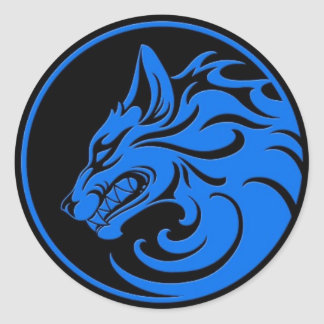 El gruñir círculo azul y negro del lobo pegatina redonda