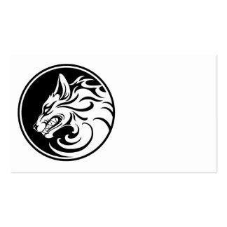 El gruñir círculo blanco y negro del lobo tarjeta de visita