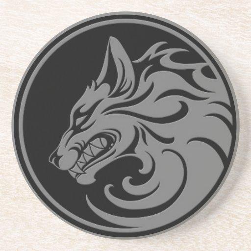 El gruñir círculo gris y negro del lobo posavasos diseño