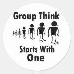 El grupo piensa etiqueta redonda