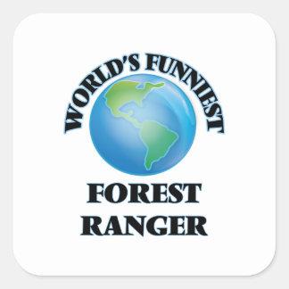 El guardabosques más divertido del bosque del calcomanía cuadrada personalizada