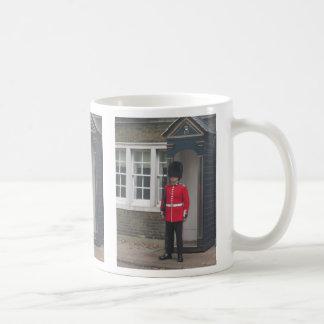 El guardia de la reina taza de café