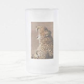 El guepardo podía asustar un león taza de cristal