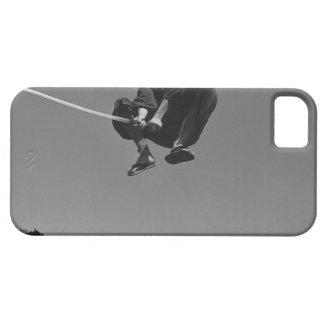 El guerrero del samurai salta ataque con una espad iPhone 5 coberturas