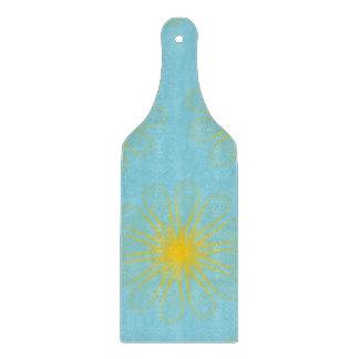 El guilloquis florece amarillo azul claro tabla para cortar