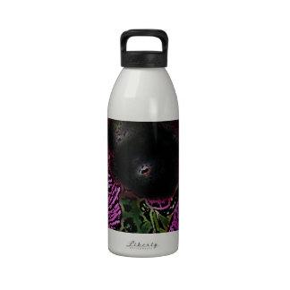 El guisante de olor y manosea la abeja botella de beber