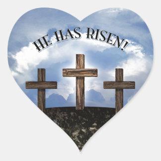Él ha subido 3 cruces rugosas pegatina en forma de corazón