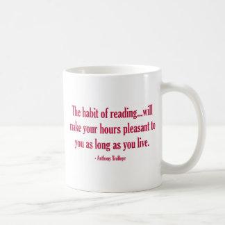 El hábito de la lectura hará sus horas agradables taza