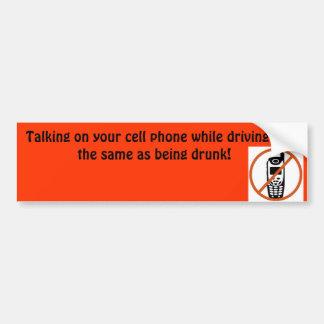 El hablar en su teléfono celular mientras que cond pegatina para auto