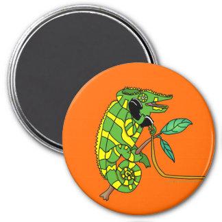 El hablar lindo verde y amarillo del camaleón del  imán redondo 7 cm