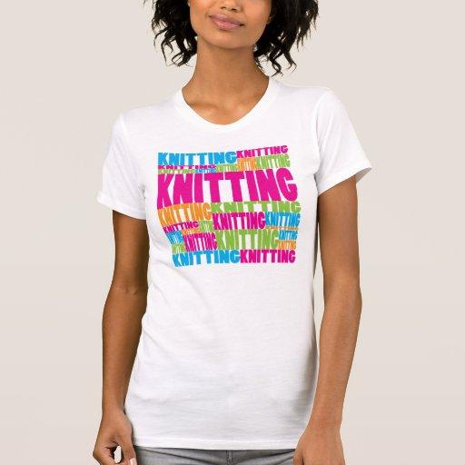 El hacer punto colorido camisetas