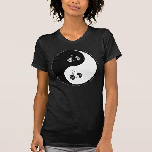 El hacer punto de Yin Yang Camisetas