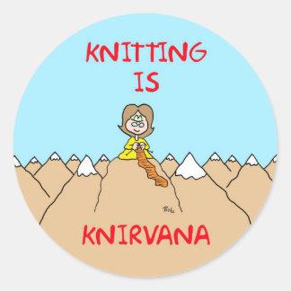 el hacer punto es gurú del knirvana pegatina redonda