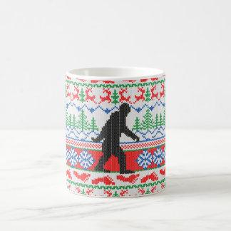 El hacer punto feo ido del suéter del navidad de taza básica blanca