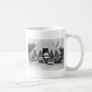 El hacer punto para la causa: 1916 taza básica blanca